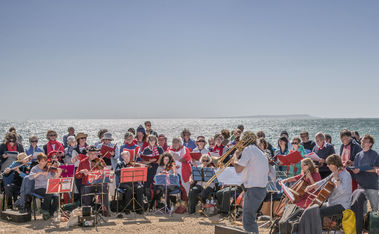 Photo of the singers and band at Kimmeridge bay